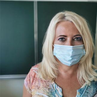 Pedagógus maszkban